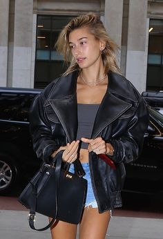 Estilo Hailey Baldwin, Hailey Baldwin Style, Classy Street Style, Looks Street Style, Mode Outfits, Casual Outfits, Fashion Outfits, Top Models, Spice Girls