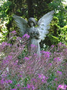 Angel in Southampton, UK cemetery