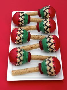 Fiesta Party A fun cookie — festive maracas. Fiesta Cake, Mexican Fiesta Party, Fiesta Theme Party, Cake Pops, Magnum Paleta, Cupcakes Decorados, Mexican Birthday, Fiestas Party, Thinking Day