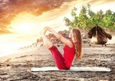 5 yoga poses to reduce belly fat - Health Trend Gym Workout Tips, Fitness Workout For Women, Yoga Fitness, Yoga For Seniors, Double Menton, Lower Belly Workout, Reduce Belly Fat, Morning Yoga, Yoga For Weight Loss