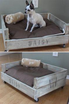 Prática DIY pro seu amiguinho... Cama de pallet com almofada e travesseiro ;)