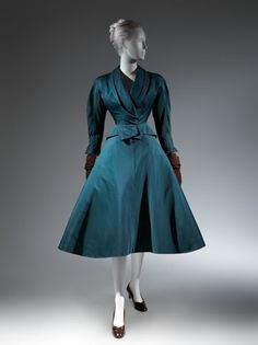 Charles James Silk Dinner Suit, 1951 The Metropolitan Museum of Art, New York. Brooklyn Museum Costume Collection at The Metropolitan Museum of Art Charles James, Vestidos Vintage, Vintage Gowns, Vintage Outfits, Vintage Clothing, Teal Blue, 1950s Fashion, Vintage Fashion, 1950s