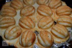Nuci umplute cu crema - CAIETUL CU RETETE Muffin, Cookies, Breakfast, Desserts, Food, Crack Crackers, Morning Coffee, Tailgate Desserts, Deserts