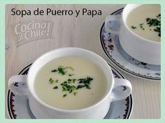 Deliciosa, cremosa y calentita sopa de papa y puerro.
