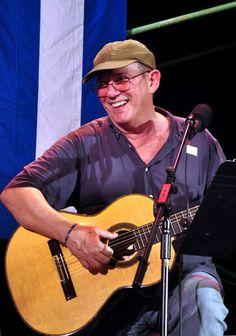 Silvio se presentará en Cienfuegos:   Previstos para el 27 y 29 de abril, los conciertos tendrán como escenario los poblados de La Juanita y Reina y serán los primeros de una futura gira por los poblados cubanos