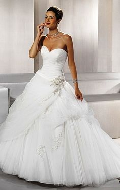 princess wedding dress from ADK Simple Lace Wedding Dress, Best Wedding Dresses, Bridal Dresses, My Perfect Wedding, Wedding Looks, Bridal Beauty, Ball Dresses, Wedding Inspiration, Wedding Ideas