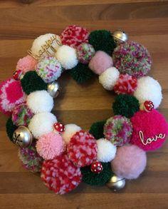 Ein weiterer Versuch Christmas Tree Decorations, Christmas Crafts, Xmas, Ornament Wreath, Ornaments, Versuch, Pom Pom Crafts, Christmas Inspiration, Craft Ideas