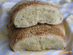 Tradičný grécky domáci chlebík, ktorý sa pred jedením láme na malé kúsky. Jednotlivé diely cesta som...
