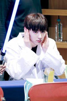 Wanna one Hwang Minhyun