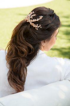 Weddings hair - Peluqueria Mayte Lucas - Recogido coleta - Tocado de semillas de cera - Traje del modisto Lorenzo Caprile - Fotografía A.P.B. Fotos