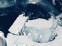 ijsschots is los: satalietbeelden, twee ijsschotsen rammen elkaar