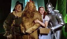 O Mágico de Oz é um dos filmes de maior sucesso de todos os tempos e alçou Judy Garland como um dos maiores fenômenos do cinema. Escrito por L. Frank Baum e publicado pela primeira vez em 1900, ganhou sua primeira adaptação três anos depois.