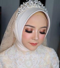 Kebaya Wedding, Muslimah Wedding Dress, Disney Wedding Dresses, Pakistani Wedding Dresses, Hijab Bride, Muslim Veil, Muslim Brides, Muslim Girls, Wedding Hijab Styles