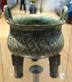 Ding_(cooking_vessel),_China,_Shang_dynasty,_1300-1046_BC,_bronze_-_Royal_Ontario_Museum_-_DSC03993.JPG (3029×3491)