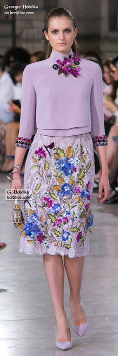 Georges Hobeika Fall 2016 Haute Couture fashions combine elegant simplicity and lines with creative, expert level couture beaded embroidery. Jw Mode, Mode Top, Runway Fashion, High Fashion, Fashion Show, Womens Fashion, Modest Fashion, Moda Floral, Dress Outfits