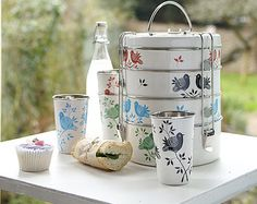 what a lovely tiffin set!
