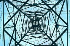 Un pilar lleno de enredaderas puntiagudas, caminando debajo de mi cuerpo, con mis extremidades aún no pulidas mantengo la creencia de que cada vez me acerco.�� • • • • • • • • • • #vsco #vs #photos  #photography #chilephoto #chile_shots #chile_greatshots #capturedconcepts #canon #tower #electricity #50mm #igersrancagua #fotografiaurbana #rancagua #comunidadfotografía #fotografia #fotografoschile  #fotografos #t6 #gravityinspace • • • • •••Gravity•••…
