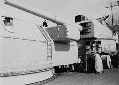 Bismarck turrets Anton and Bruno Bismarck Battleship, Heavy Cruiser, Armada, Model Ships, Water Crafts, Photo Archive, World War Two, Historical Photos, Wwii
