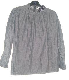 Aangeboden door vintage store Things I like Things I love: donkergrijs jeans shirt afgewerkt met pailetten bij de halslijn, maat S.