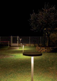 Iluminación técnica para exterior con luz fluorescente o led , modelo Tau Bolardo (Espacio Aretha agente exclusivo para España).