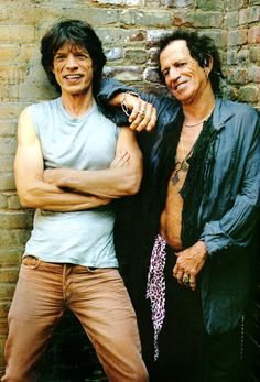 Mick Jagger & Keith Richards of the Rolling Stones Mick Jagger Rolling Stones, Los Rolling Stones, Stone Lantern, Moves Like Jagger, Jimi Hendrix Experience, British Rock, A Star Is Born, Keith Richards, Pop Singers