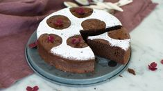Chokladkaka med 2 ingredienser Lchf, Fika, Cake Pops, Tasty, Glass, Desserts, God, Drinkware, Cakepops