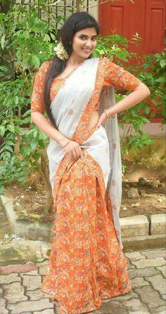Beautiful Girl In India, Beautiful Saree, Beautiful Women, Beautiful Bollywood Actress, Most Beautiful Indian Actress, Beauty Full Girl, Beauty Women, Saree Models, Stylish Girl Images