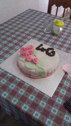 Prima torta con pasta di zucchero