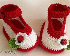 APRIL baby booties crochet pattern Cute pink par MakiCrochet