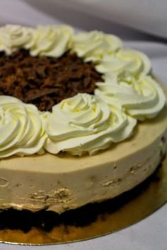 Kakkuviikarin vispailuja!: Gluteeniton kinuskinen Daim-juustokakku