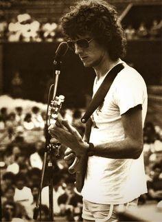 Spinetta con guitarra Veillette Citron, reunión de Almendra, Buenos Aires Lawn Tennis Club, 1979