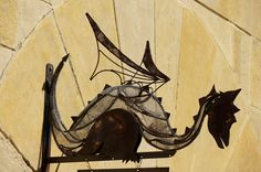 Montjuic - Poble Espanyol -BCN- .  Mes dracs al blog: www.dracs.cat