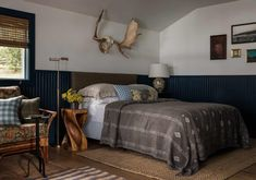 Space-savvy modern rustic bedroom feels understated and classy [From: Heidi Caillier Design] Victorian Bedroom, Modern Rustic Bedrooms, Bedroom Decor Cozy, Chic Bedroom, Decor, Bedroom Decor, Trending Decor, Rustic Chic Bedroom, Home Decor
