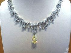 Bulgari Diamond collier with a yellow diamond as centrepiece #BiennaledesAntiquires #Paris