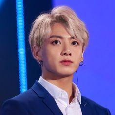 Jungkook with blonde hair 😍💛 Bts Jungkook, Taehyung, Namjoon, Seokjin, Jungkook Fanart, Jung Kook, Foto Bts, Busan, K Pop