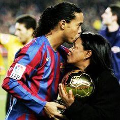Ronaldinho: Sin mi madre no habría podido hacer todo lo...