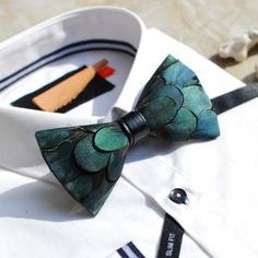 Cheap tuxedo bow tie, Buy Quality bow tie directly from China tuxedo bow Suppliers: Free ship mens luxury handmade natural feather bow knot tie/bow tie/stage/event/stage performance tuxedo bow tie Tuxedo Bow Tie, Tie Bow, Tie Crafts, Different Shades Of Green, Beard Lover, Blue Feather, Feather Art, Skinny Ties, Men Style Tips
