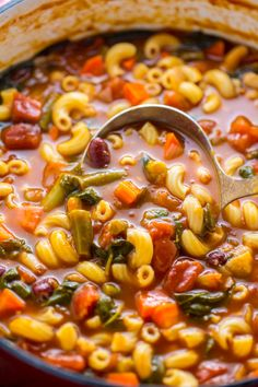 Loaded with flavor this Italian Minestrone Soup is healthy comforting and delicious! Loaded with flavor this Italian Minestrone Soup is healthy comforting and delicious! Healthy Soup Recipes, Crockpot Recipes, Cooking Recipes, Dinner Recipes Easy Quick, Vegetable Soup Recipes, Healthy Meals, Salad Recipes, Cuisine Diverse, Soup And Salad