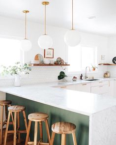 "74 mentions J'aime, 3 commentaires - Miami Dream Housing (@miamidreamhousing) sur Instagram : ""We're seriously crushing over every part of this kitchen. What's your favorite thing about it?…"""