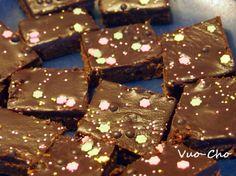 Mokkapalat Kinuskikissan tapaan ja aristokraattisen leivonta-asenteen ihailua Goodies, Gift Wrapping, Candy, Chocolate, Blog, Gifts, Sweet Like Candy, Paper Wrapping, Sweet