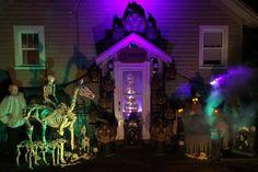 """The Amazing """"13 Pumpkins"""" Spooky Outdoor Halloween Display"""