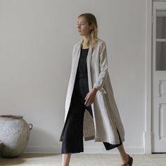 Minimalist Fashion Women, Minimal Fashion, Urban Fashion, Iranian Women Fashion, Capsule Wardrobe, Coats For Women, Black Tops, Fashion Outfits, Modest Fashion