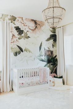 2018 Nursery Trends: Floral Wallpaper Baby Nursery: Easy and Cozy Baby Room Ideas for Girl and Boys Baby Bedroom, Nursery Room, Girls Bedroom, Nursery Decor, Room Decor, Project Nursery, Nursery Ideas, Babies Nursery, Room Baby