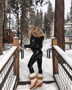 Classy Winter Outfits, Summer Outfits, Ski Outfits, Ski Fashion, Winter Fashion, Leder Outfits, Snow Outfit, Moon Boots, Winter Photos