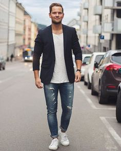 Ways To Wear A T-shirt With Blazer (15 Photos)