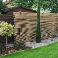 Sichtschutz aus Bambus als Gestaltungselement: mediterraner Garten von GH Product Solutions