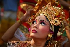 BALINESE DANCER, BALI, INDONESIA - PHOTO BY RONI PHOTOGRAPHY ON REDBUBBLE