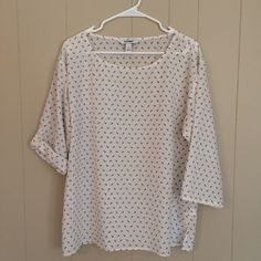 White top with small black anchors. White top with small black anchors. Wear the sleeves long or rolled up as shown. Never worn. Size large. Old Navy Tops