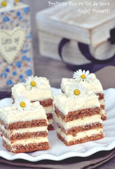 Good cake with nut leaves Source by Ice Cream Desserts, Vegan Desserts, Easy Desserts, Delicious Desserts, Yummy Food, Sweets Recipes, Cake Recipes, Romanian Desserts, Sweet Cooking
