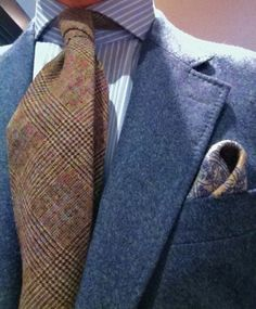 Like the texture of this tie with the suit. Mens Style Guide, Men Style Tips, Mens Fashion Blog, Men's Fashion, Suit Shirts, Grown Man, Classic Man, Gentleman Style, Wedding Suits